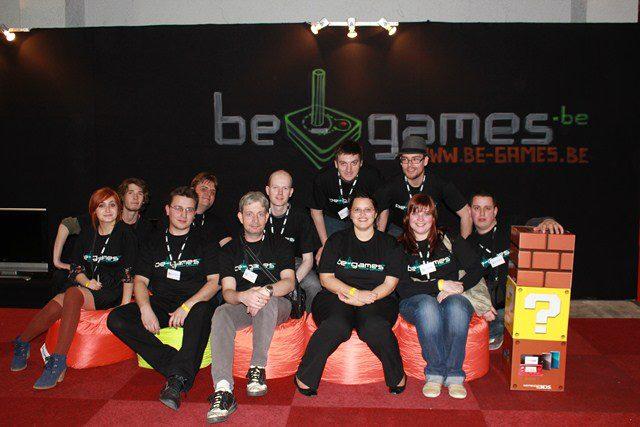Une photo de l'équipe de l'époque lors du salon Made in Asia
